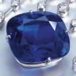 Сапфир в ожерелье из алмазов от Картье