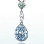 Цветной алмаз в алмазной подвеске на золотой цепочке от Тиффани